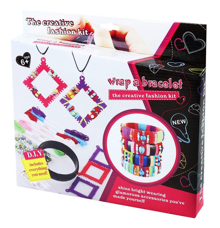 sada náramky a náhrdelníky kreatívna