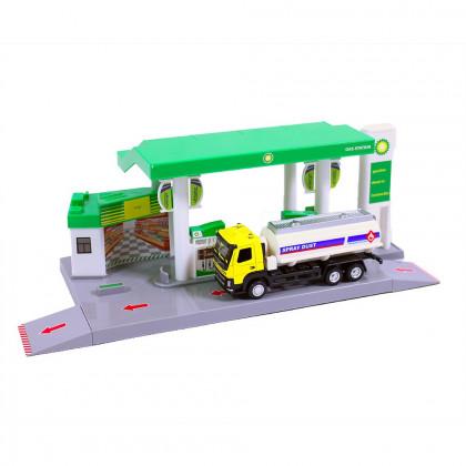 Benzínová stanice s cisternou